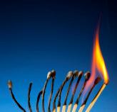 Zu den Burnout-Symptomen gehören Ängste, negative Emotionen, Selbstentfremdung und auch Unfähigkeit zur Regeneration.